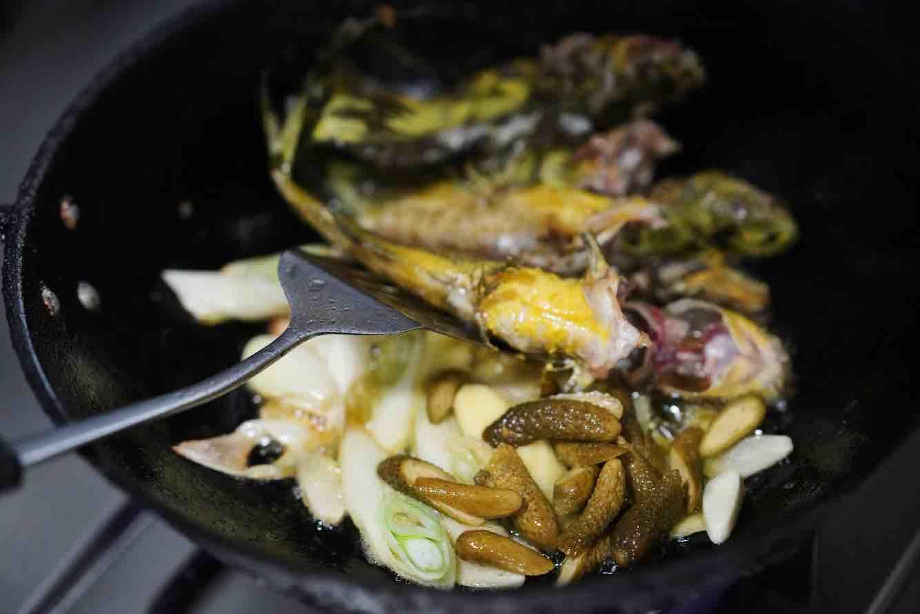 鸡尾青瓜仔炖黄骨鱼的简单做法