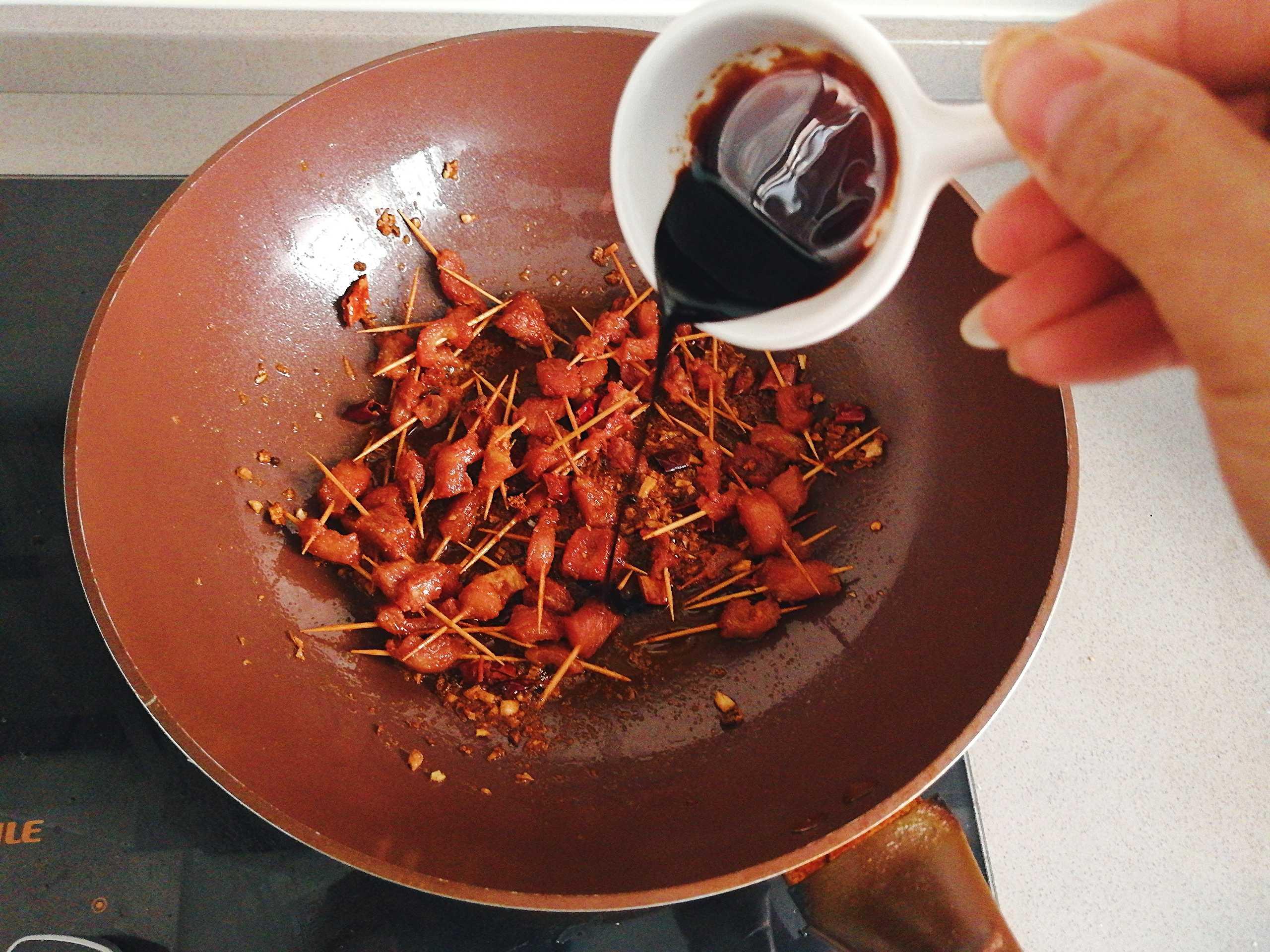 自制麻辣酥香牙签肉怎么做