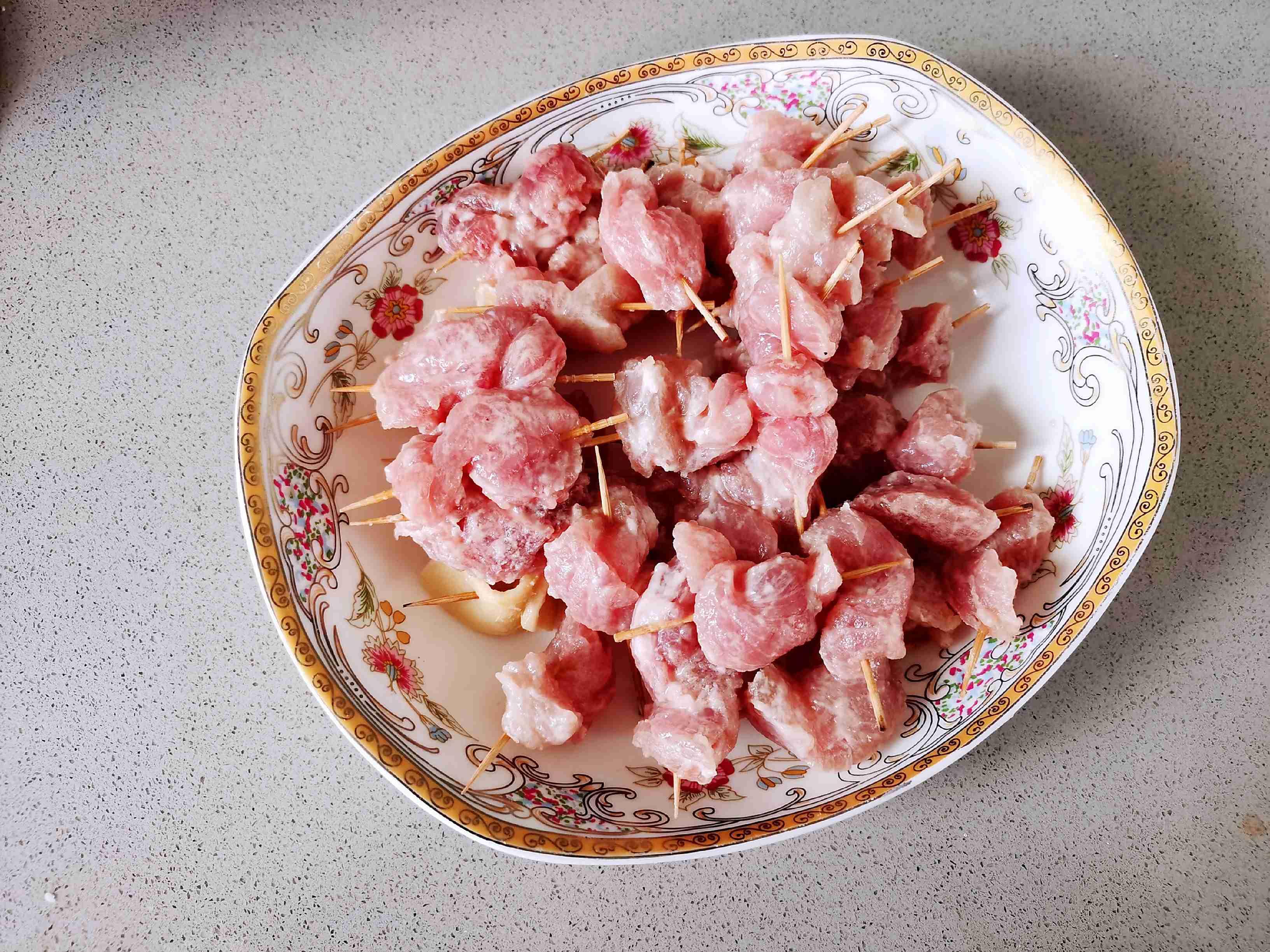 麻辣鲜香超过瘾的牙签肉,好吃到舔手指的家常做法