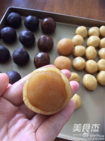 广式蛋黄莲蓉月饼的简单做法