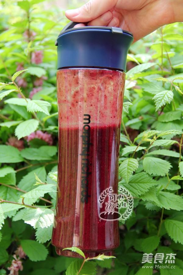 草莓桑葚香蕉综合果泥的步骤