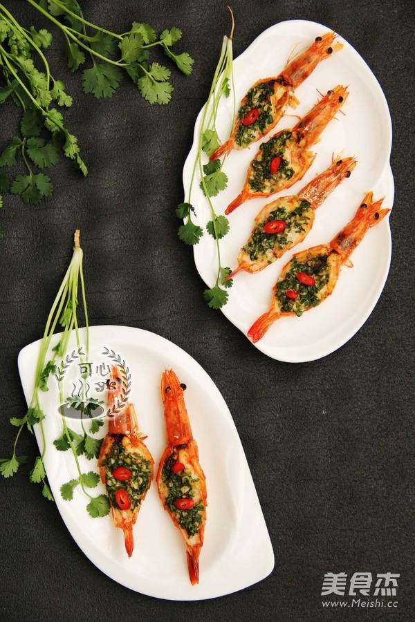 让人惊喜的蒜蓉烤虾成品图
