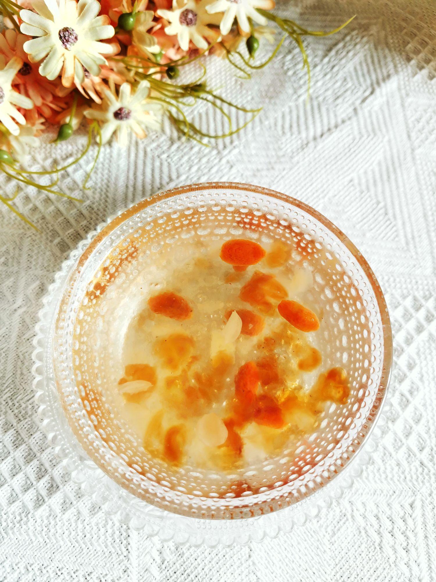吃一碗相当于敷30张面膜的美味桃胶皂角米雪燕羹成品图