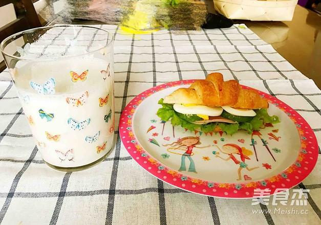 可颂三明治、香蕉牛奶奶昔怎么煸