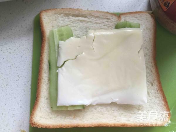 鸡蛋火腿三明治怎么做