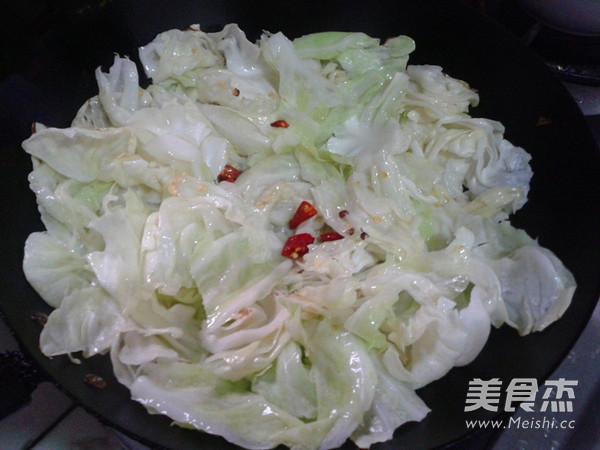 炝炒圆白菜的简单做法