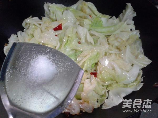 炝炒圆白菜怎么做