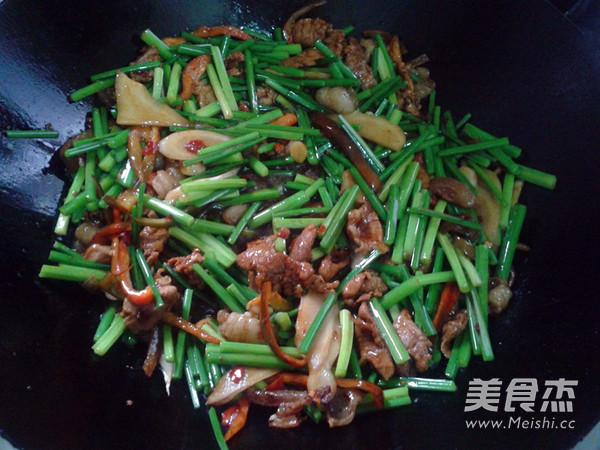 韭菜花炒肉怎么炖
