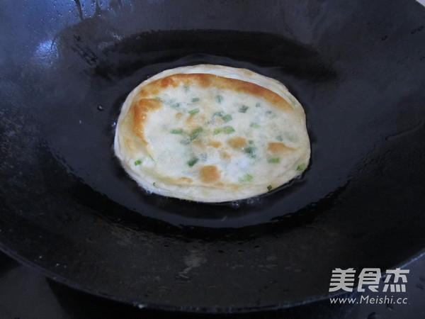 饺子皮版葱油饼怎样煸