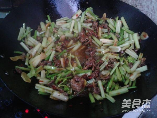 芹菜炒牛肉怎么煮