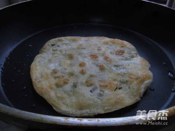 饺子皮版葱油饼怎么炖