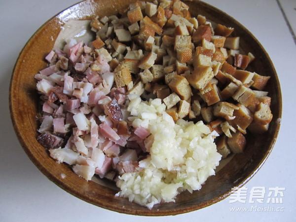 腊肉芽菜包子怎么做