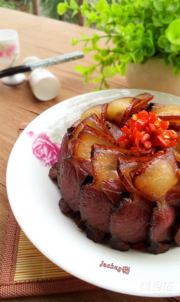 盐菜蒸腊肉成品图
