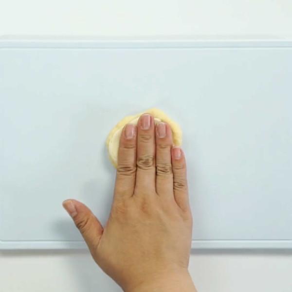 蛋黄酥的家常做法