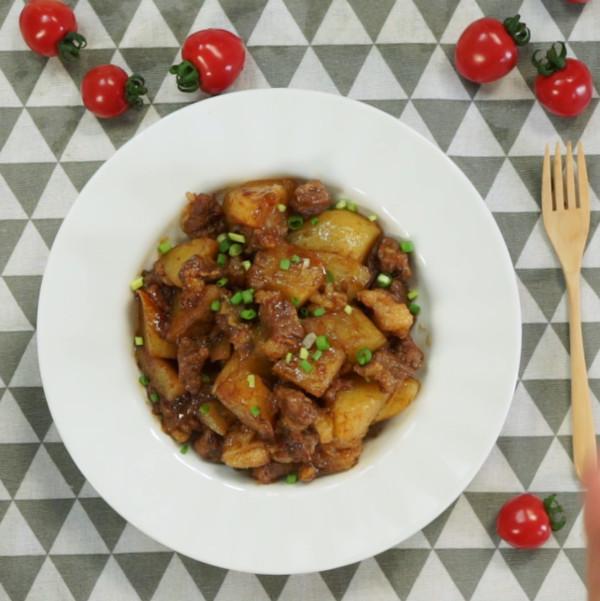 土豆炖牛肉成品图