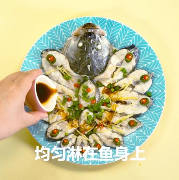 清蒸鲈鱼怎么吃