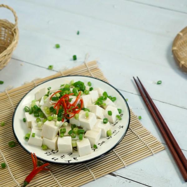 小葱拌豆腐成品图