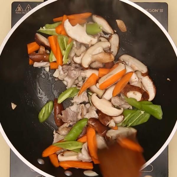 香菇炒肉怎么做