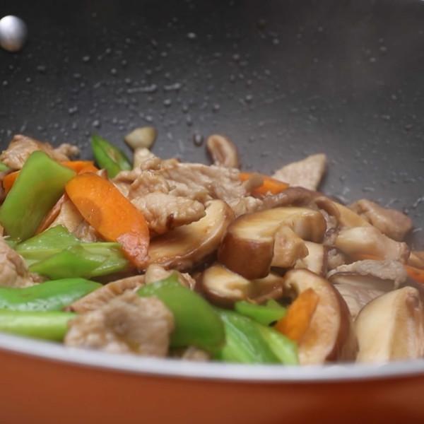香菇炒肉成品图