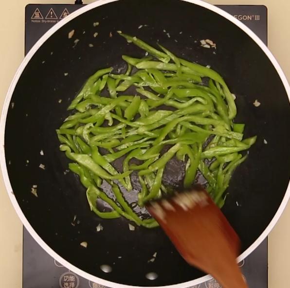 青椒炒肉的家常做法