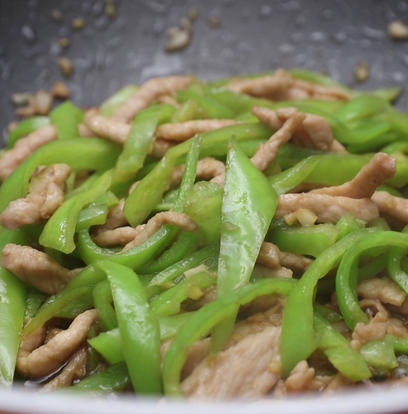 青椒炒肉成品图