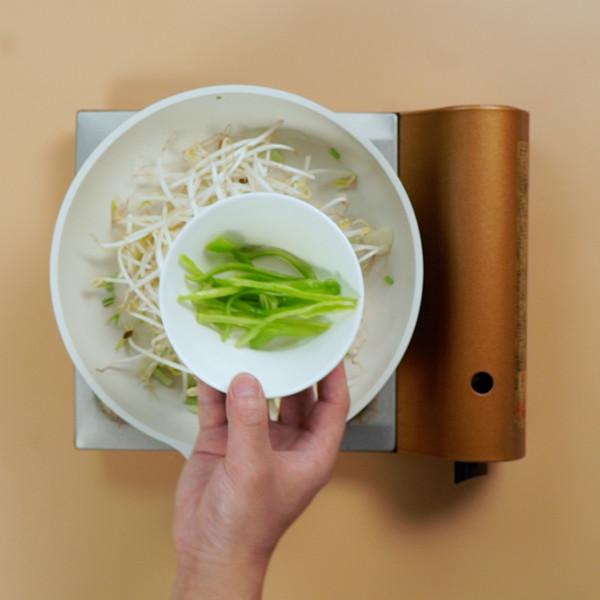 豆芽炒肉的步骤