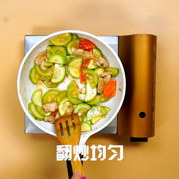 西葫芦炒肉的家常做法