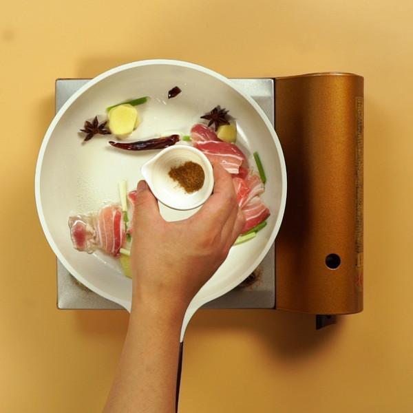 五花肉炖豆角的简单做法