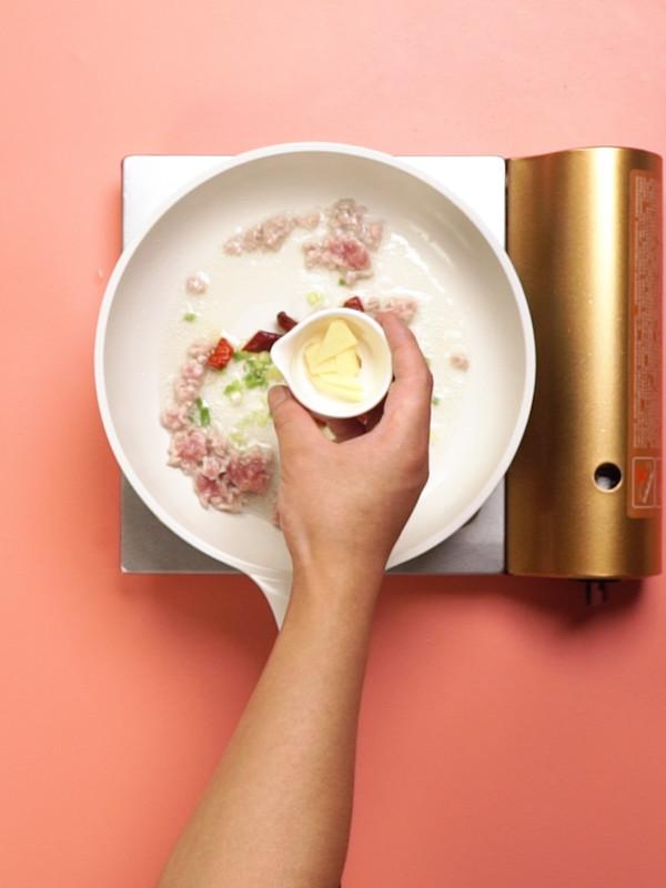 酱爆洋白菜的家常做法