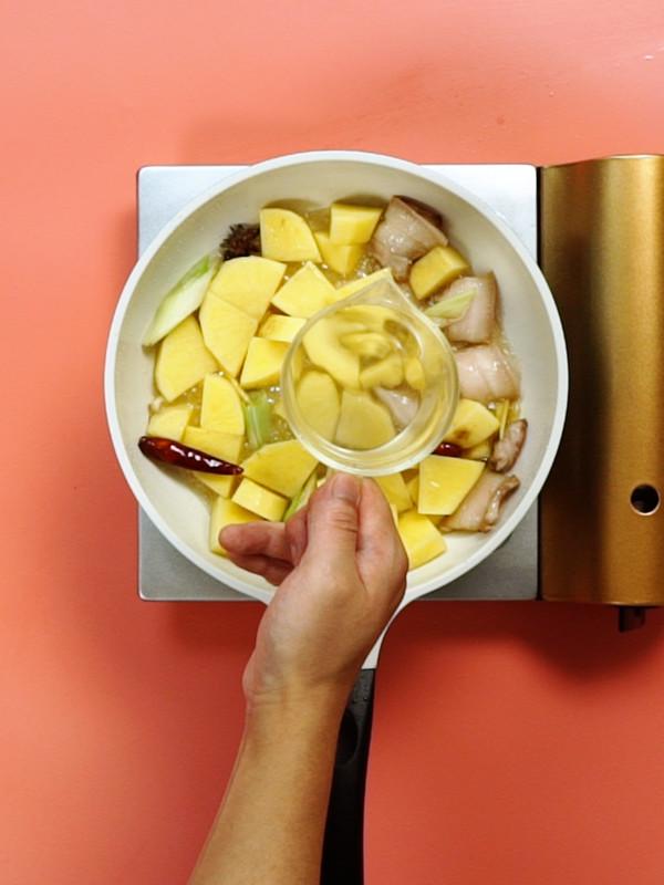 土豆炖五花肉的简单做法