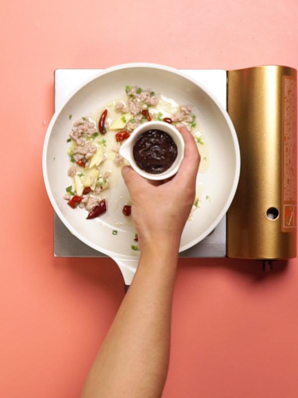 酱爆洋白菜的简单做法