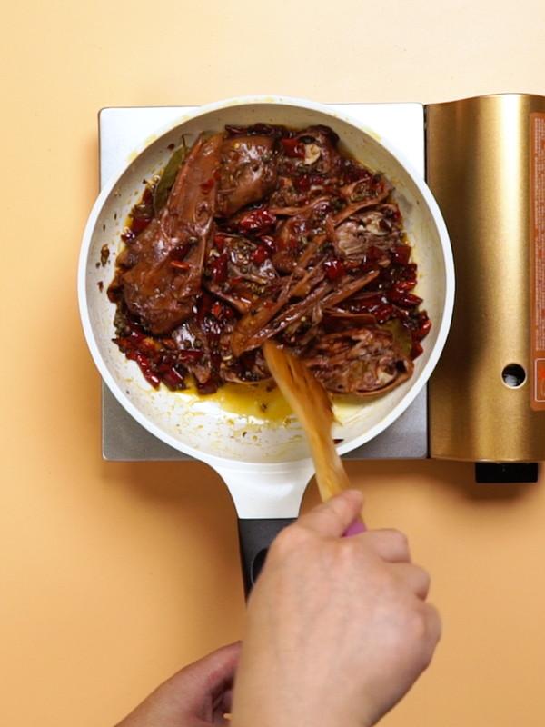 干锅鸭头的简单做法