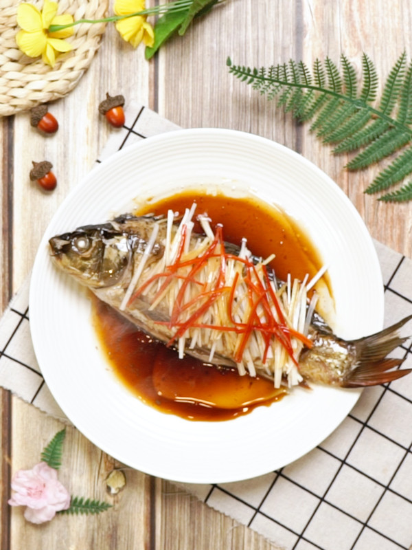 清蒸鲤鱼成品图