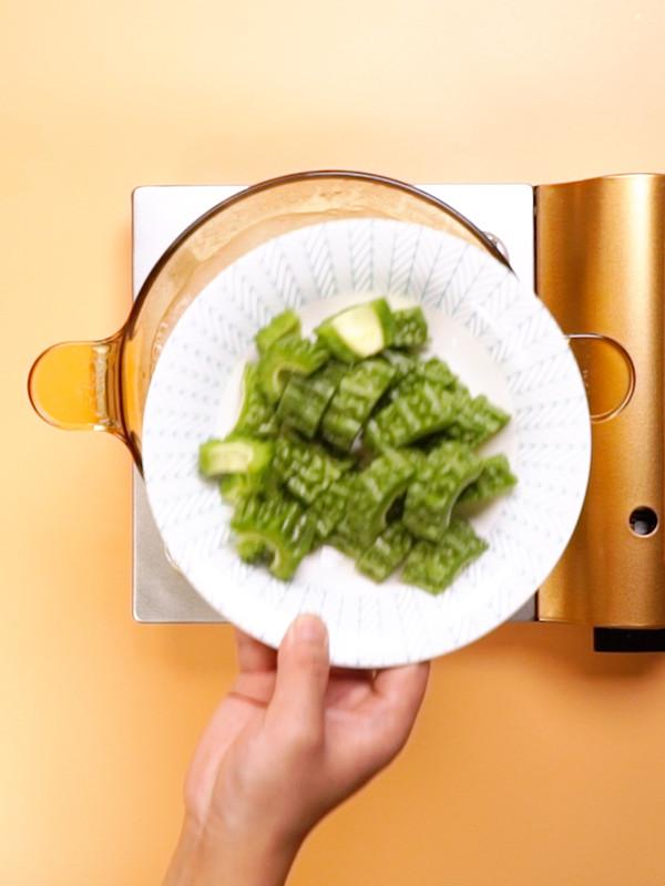 苦瓜排骨汤的简单做法