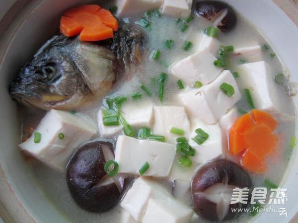 香菇豆腐鲫鱼汤成品图