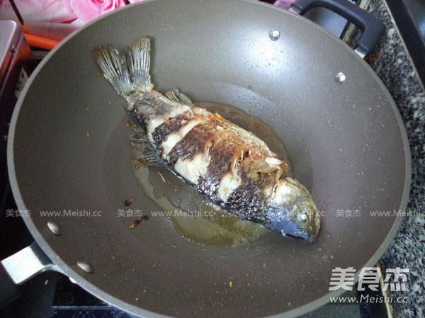 红烧鲫鱼怎么煸