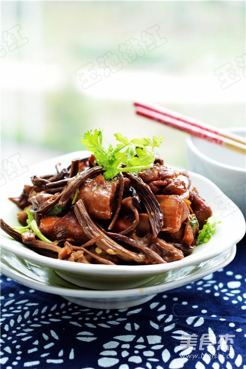红烧茶树菇鸡块成品图