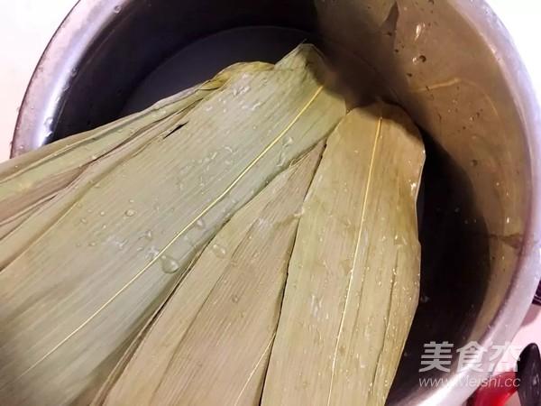 蜜枣红豆花生粽子的简单做法