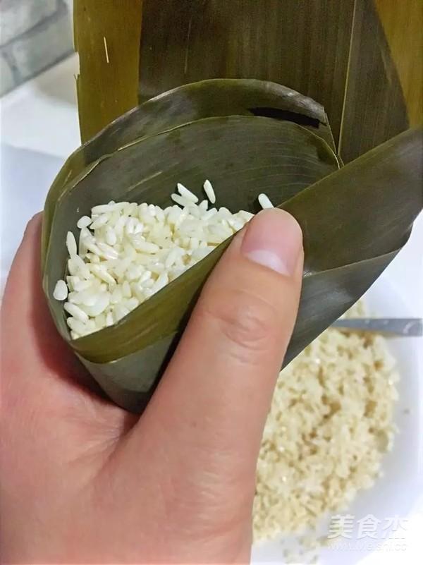 蜜枣红豆花生粽子的制作