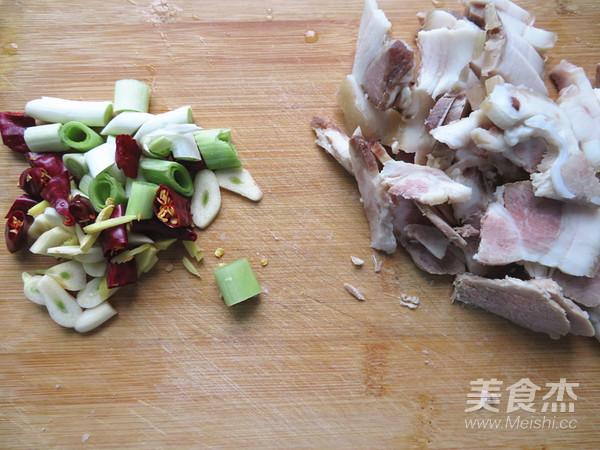 木耳炒回锅肉的简单做法