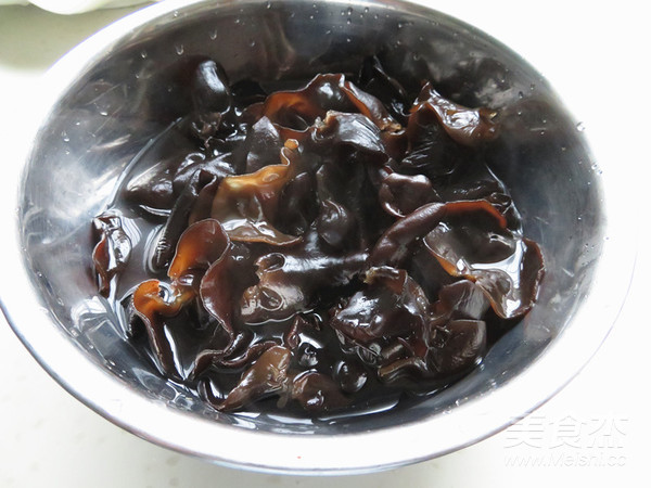 木耳炒回锅肉的家常做法