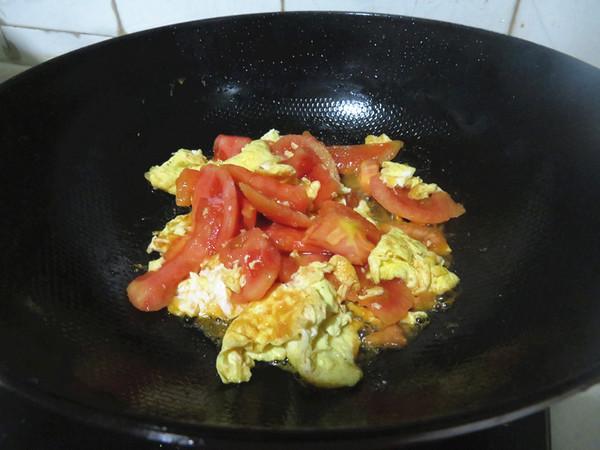 西红柿鸡蛋炒面怎么吃
