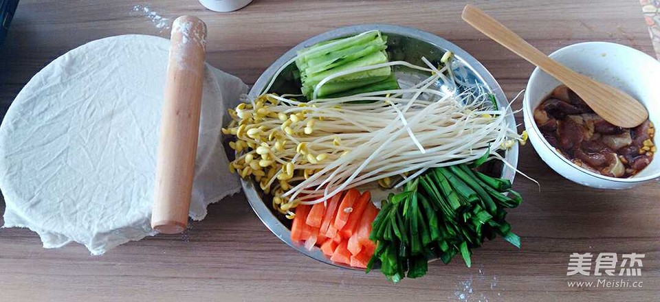 烙馍卷菜配南瓜粥的做法图解