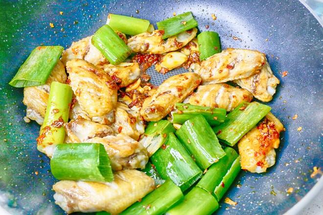 干锅鸡翅怎么吃