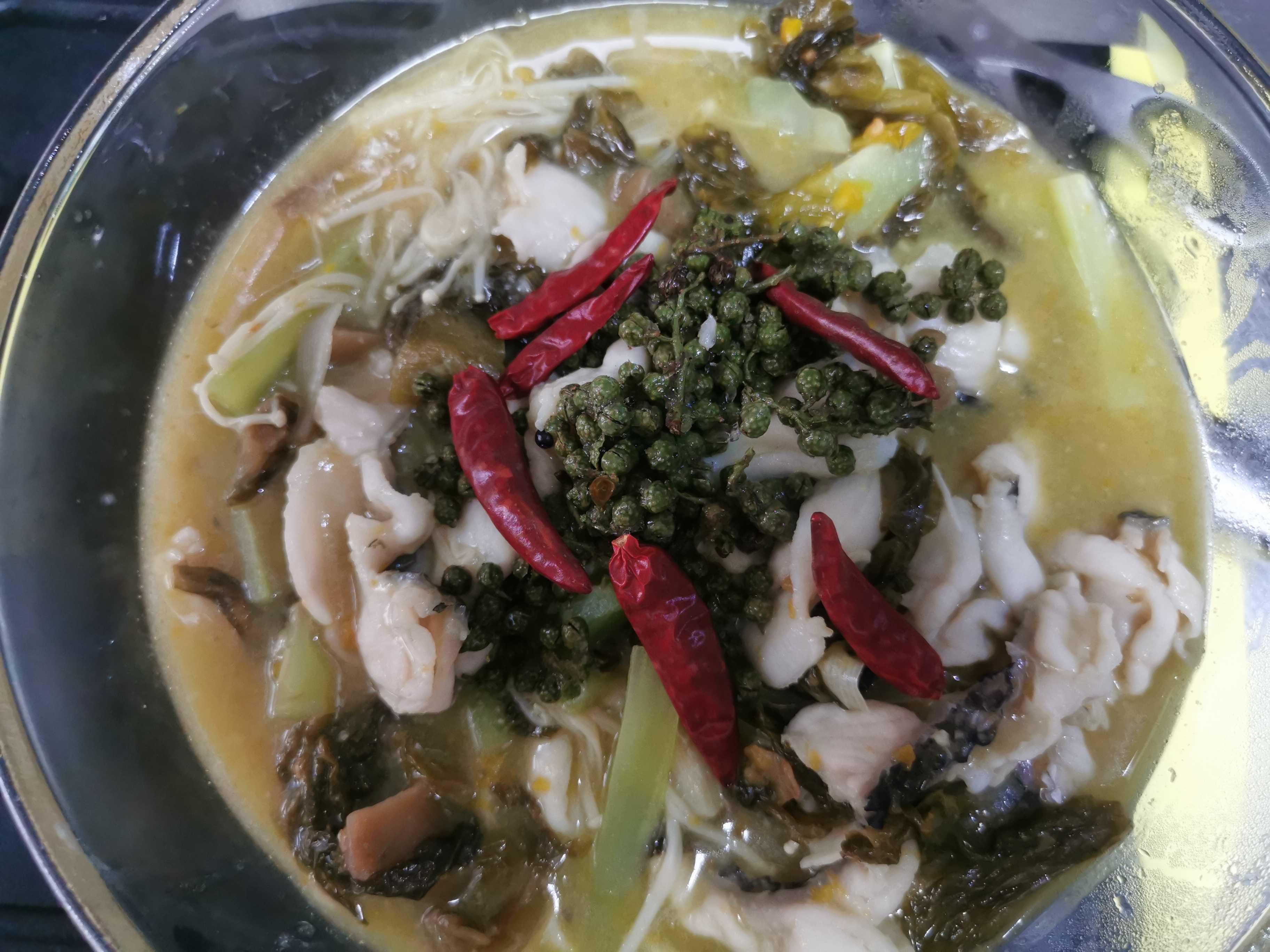 能吃两碗饭的创新酸菜鱼怎么煸