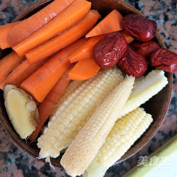 玉米笋红萝卜骨头汤的做法大全