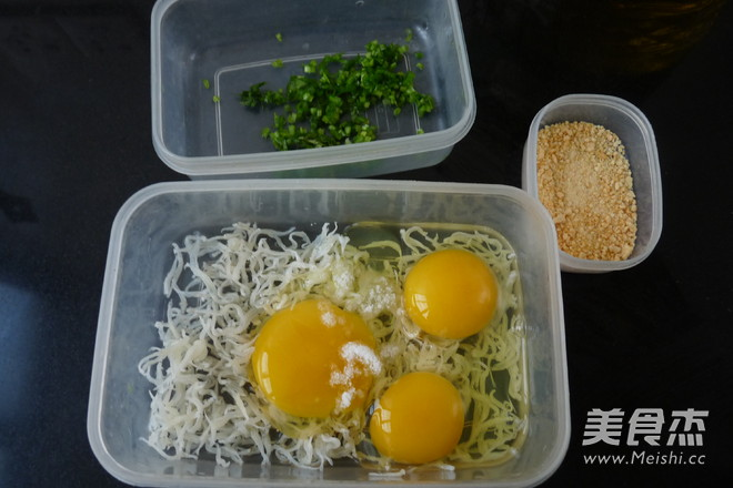 白饭鱼奶酪煎蛋的做法图解
