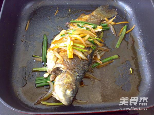 洋葱烧鲫鱼怎么炒