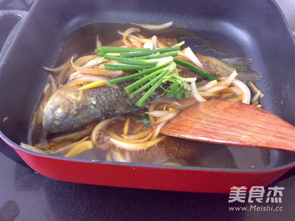 洋葱烧鲫鱼怎么做