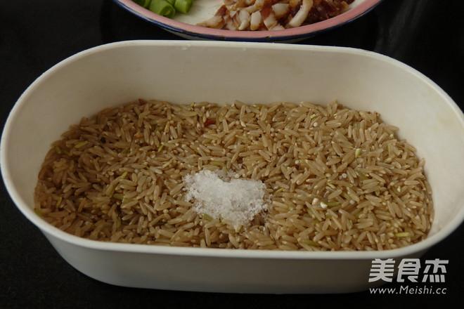 腊肉香菇炒糙米饭的做法图解